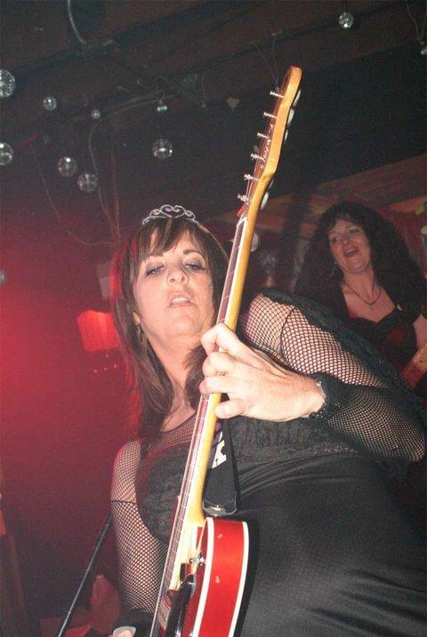 Lori guitar